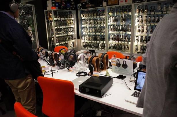 時尚潮流與隨身設備掛帥的年輕化耳機名店,東京 e-earphone 秋葉原店一遊