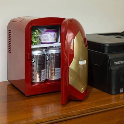 目光炯炯有神的鋼鐵人小冰箱