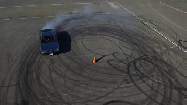 另一種更科技的回到未來?史丹佛大學與 Renovo 把 DeLorean DMC-12 改裝成全自動甩尾的電動跑車
