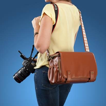 以星際大戰丘百卡為設計元素的攝影用包包