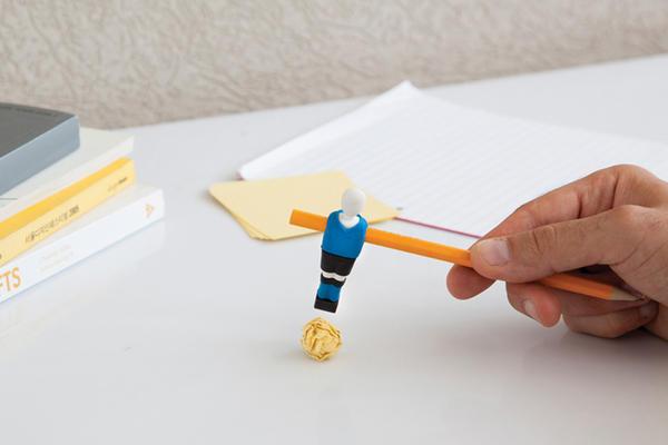 只要有筆與紙,就可以玩兩人足球