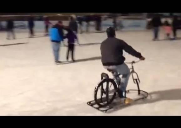 玩水上摩托車不稀奇,騎冰上自行車才夠看