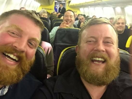 什麼叫做奇蹟?搭飛機坐在隔壁的乘客居然和自己長得一模一樣