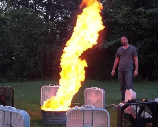打造一個十呎高的火焰龍捲風