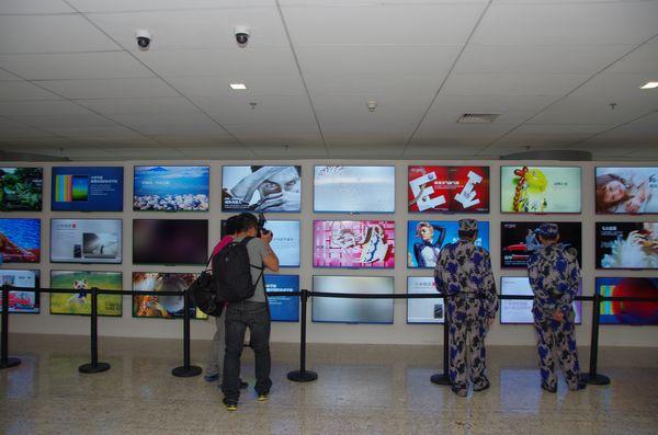 金屬邊框與 4K 螢幕的平價電視,二代小米電視快速體驗