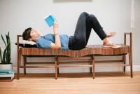柔軟的木頭凳子