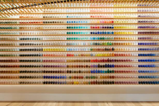 擺放著 4,200 種顏料的東京最美藝術用品商店