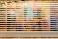 擺放著 4 200 種顏料的東京最美藝術用品商店