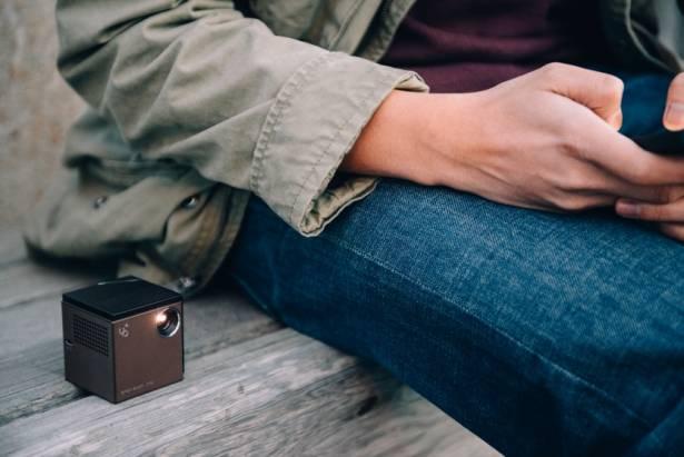 超迷你掌中投影器,Wifi 即可連接手機