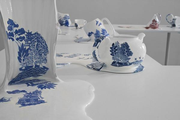 這下真的杯具了,熱到融化的茶具藝術
