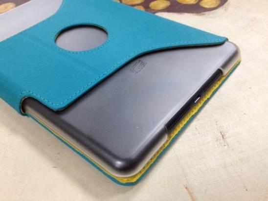 讓 iPad mini 聲音不會悶悶的絨布皮套 Cube Z-Case
