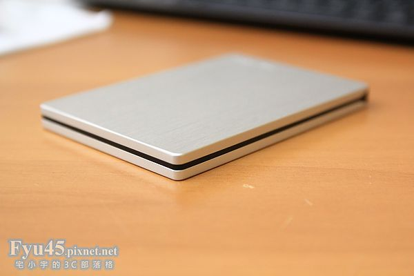 【評測】Toshiba Canvio Slim USB 3.0 美型行動硬碟,兼容Win & Mac