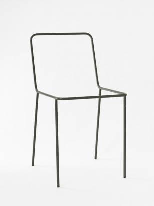 專門設計給衣服包包休息的椅子