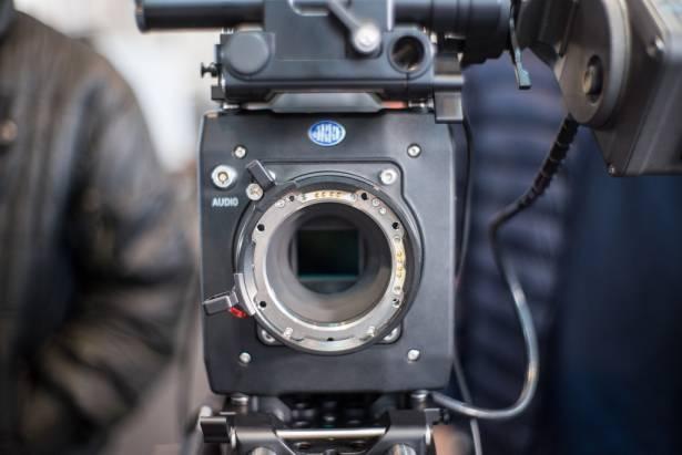 就是這台拍出鋼鐵人!!原來好萊塢在用的電影攝影機藏了這麼多不為人知的秘密...