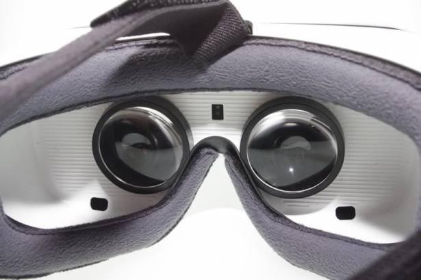 以手機驅動的 VR 體驗,三星 Gear VR 消費型版本在台發表