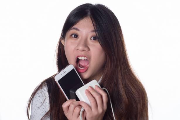 [女友 3C 煩惱中] 螢幕保護貼總是貼歪?用沒多久就刮花摔碎?「保貼人壽」幫你解決問題!