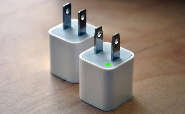 真假 iPhone / iPad 充電座拆解比: 終於知道 Apple 為何賣貴這麼多