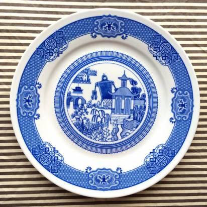 這套青花瓷盤...怎麼有點不太一樣...