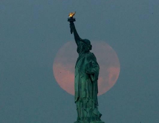 2013年超級月亮照片精選,哇噢真是頗有意境
