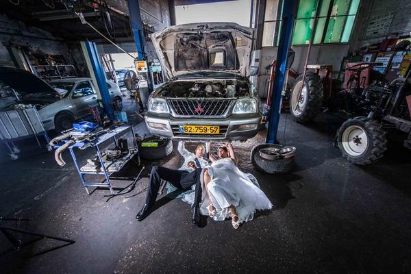 另類的破壞婚紗式攝影作品:Trash the Dress!