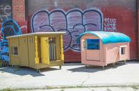 拾荒的習慣也能做好事,垃圾變身流浪漢別墅
