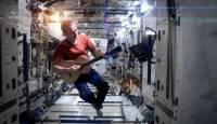 史上第一支在太空上錄製的MV:翻唱Space Oddity