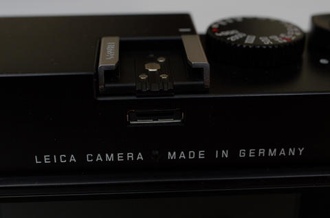 現代化與經典傳承天枰上的兩難抉擇, 導入 CMOS 元件的數位旁軸 Leica M 動手玩