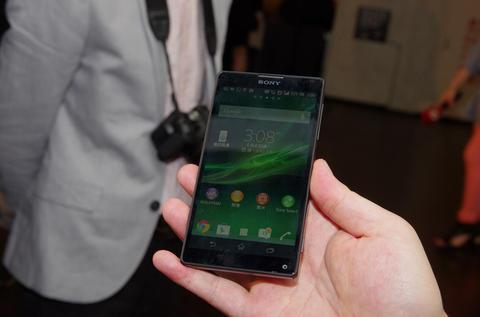 講求 5 吋最佳握感與同級最佳相機的 Sony Xperia ZL 、 Xperia L 在台上市