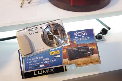 2013 年 Lumix 全新相機亮相,徠卡鏡頭機型皆搭載 WiFi 機能