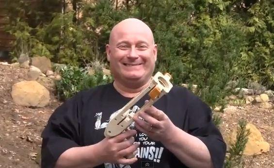勇氣之槍!往小xx上開一槍的自動保險套槍