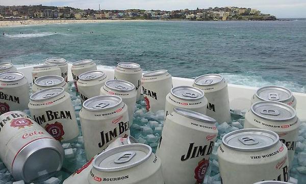 世界上最大的冷卻箱,用來冰33罐超大的Jim Beam飲料