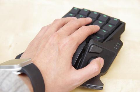發揮左手極致控制力,雷蛇 Orbweaver 動手玩