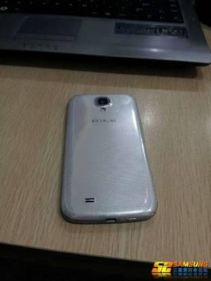 大陸論壇偷跑三星 Galaxy S4 外觀以及跑分資訊,整體設計大致延續 S3
