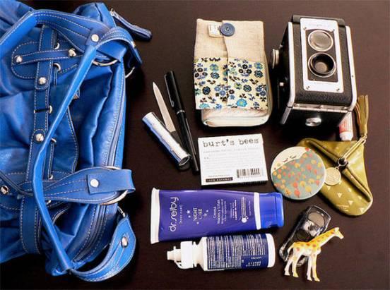 你的包包中放什麼東西呢?40張有趣的包包內風景可以參考參考